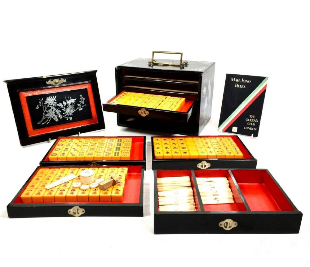 Antique Bakelite Mahjong Set In Wooden Lacquered Case / Box / Mah Jong Game